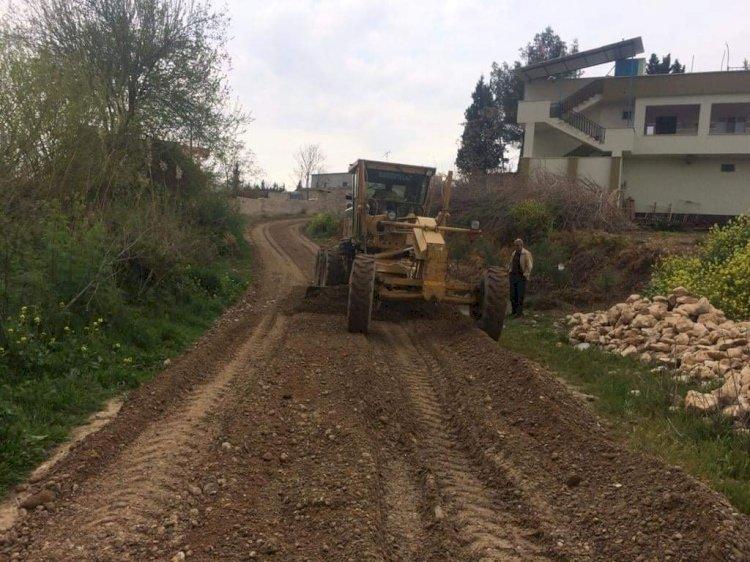 Belediye ekiplerinden yol düzenleme çalışması