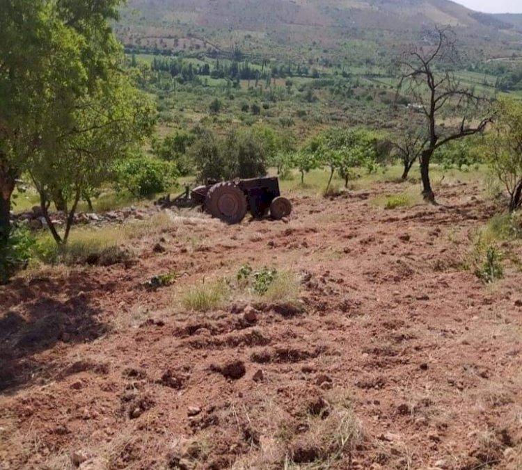 Tarla sürerken traktörün altıda kalan çiftçi hayatını kaybetti